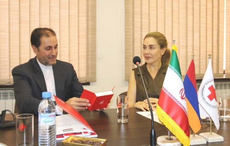 Իրանի Կարմիր մահիկը մարդասիրական օգնություն է տրամադրել Հայկական Կարմիր խաչի ընկերությանը՝ Ղարաբաղյան հակամարտության սրացման հետևանքով տեղահանվածներին աջակցելու համար